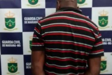 Suspeito de tráfico de drogas é preso no Centro de Mariana