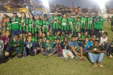 Copa das Escolas Oficiais do América tem atletas de Mariana como destaque