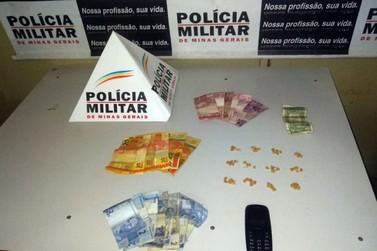 Dois menores são apreendidos e um rapaz é preso por tráfico de droga em Mariana