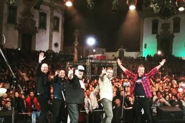 Praça Minas Gerais recebeu nesta sexta-feira (19) a banda Nenhum de nós