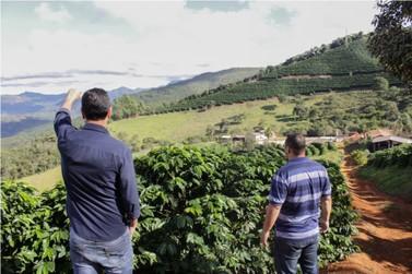 Prefeito de Mariana faz visita a produtores rurais
