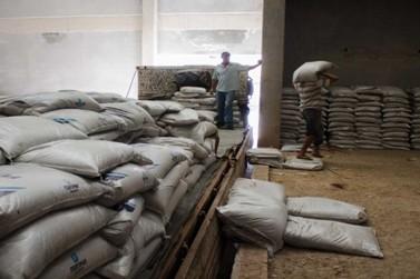 Prefeitura recebe 1200 sacos de insumos do projeto Compra Conjunta