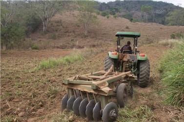 Agricultores de Mariana passam a contar com aração de terra