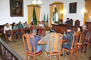 Câmara discute aplicação da lei de maus-tratos contra animais em Mariana