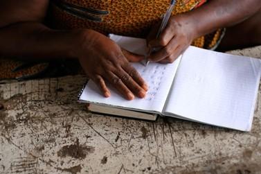 Ação de alfabetização de jovens e adultos promovido pelo IFMG recebe inscrições