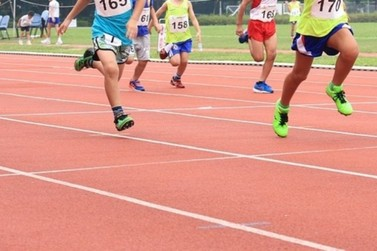 Projeto de aulas de atletismo para crianças e jovens é oferecido em Mariana