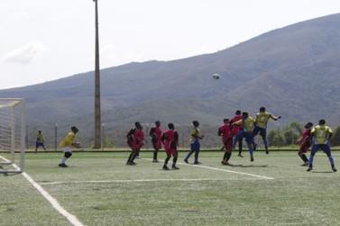 Primeiros jogos da Copa Cabanas interagem público e atletas