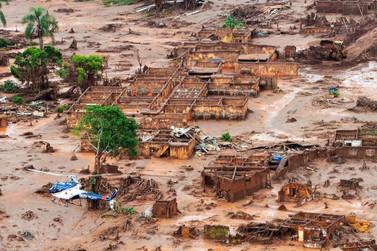 Samarco pede fim do cadastramento de vítimas atingidas pela lama em Mariana