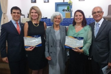 Cerimônia de posse de novas escritoras da Academia Marianense de Letras