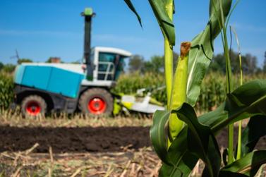 Serviço de Silagem continua sendo ofertado aos produtores e agricultores