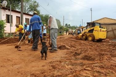 Casas no distrito de Bandeirantes foram invadidas por lama depois de deslizamento