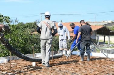 Novas pontes de acesso em Itaipuaçu chegam na fase de concretagem