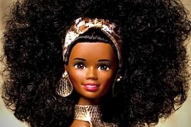 Abrinq faz estudo e constata que apenas 6% das bonecas são negras