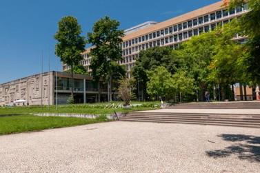 Após suspensão, universidades federais retomam aulas remotas