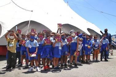 Contação de história para alunos da rede municipal de São Gonçalo