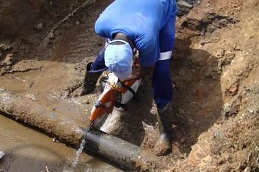 Instalação de válvula pelo SAAE evita risco de vazamento