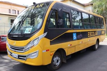 Cidade recebe novo ônibus para o transporte de alunos