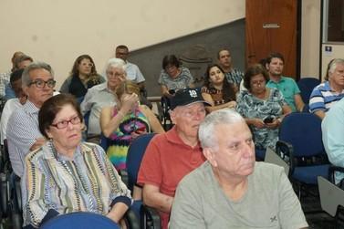 Com a presença de ex-prefeito, reunião debate a volta da UANA