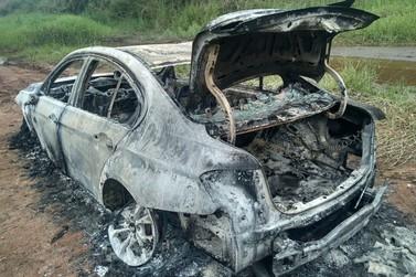 Corpo é achado carbonizado no porta-malas de uma BMW