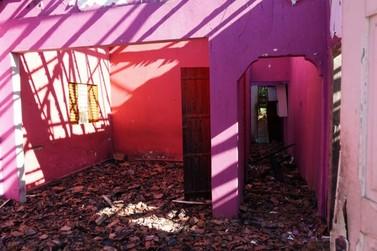 Incêndio destrói casa e anexo na avenida Santo Antônio