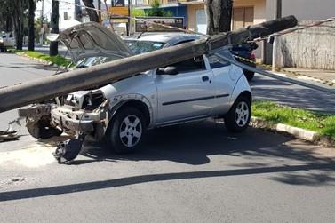Jovem perde controle da direção e sofre acidente na 22