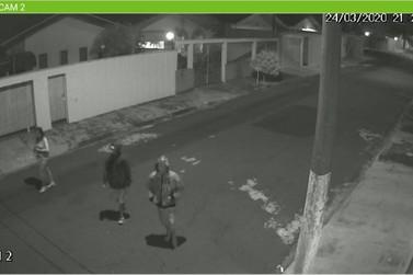 [Vídeo]: Três são presos por furto de pneus no Jardim Elite