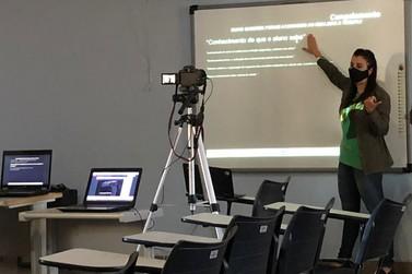 Professores recebem formação através de plataforma digital
