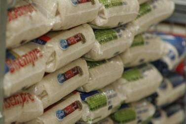 Alta no preço do arroz gera risco de restrição de compra por cliente