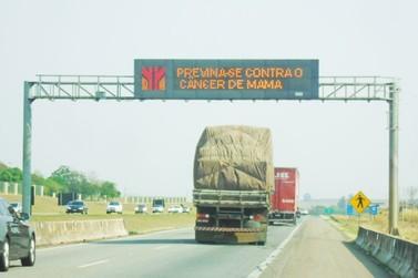 Renovias incentiva prevenção do câncer de mama através de mensagens em rodovias