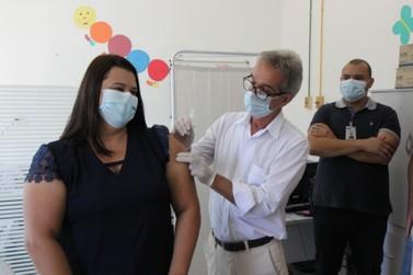 Enfermeira da Santa Casa é a primeira a receber a vacina contra o Covid-19