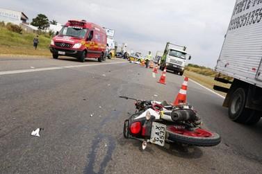 Homem morre  esmagado ao cair da moto e ser atropelado por carreta