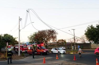 Caminhão colide com poste e deixa 6 mil sem energia na Zona Norte