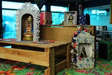 Expo Relicários: cores e detalhes no CEBE