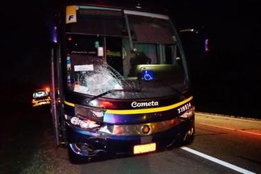 Homem morre atropelado por ônibus na SP-340