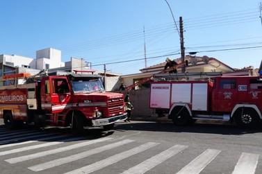 Princípio de incêndio deixa em pânico moradoras de uma casa no centro