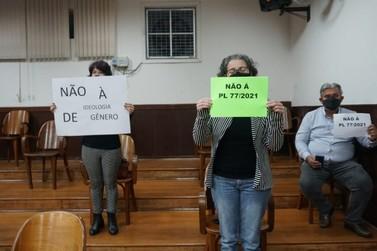 Manifestantes vão à Câmara contra PL que trata da discriminação ao público LGBT+