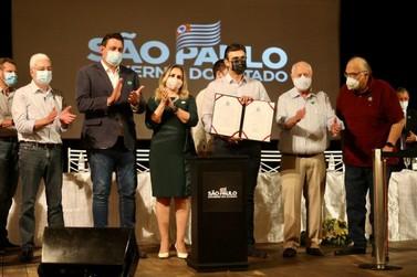 Munhoz e prefeitos de Mogi e Mogi Guaçu participam de ato em São João
