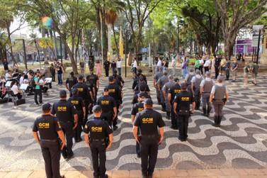 Data é lembrada com hasteamento de bandeiras na praça Rui Barbosa