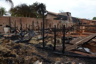 Fogo atinge estábulo e mata seis cavalos em Mogi Guaçu