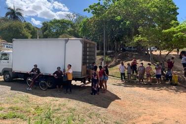 Moradores do Vergel recebem cestas básicas