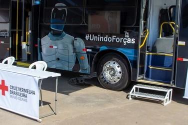 'Busão da Vacinação' da Cruz Vermelha reforça estratégia de imunização em Minas