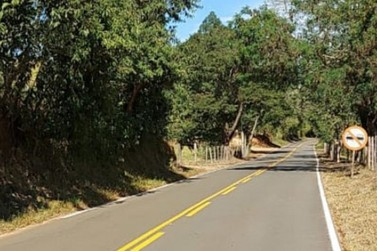 Rodovia que liga Nova Resende a Muzambinho recebe serviços de melhoria