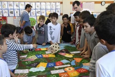 Mostra destaca o mundo fantástico da Matemática em Umuarama