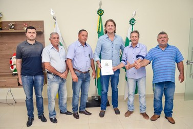 APAE de Douradina ganha Van Adaptada para transporte de alunos