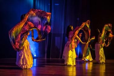 Espetáculo de dança em Umuarama mostra que é possível misturar ritmos