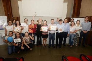 Estado entrega veículos e premia unidades de saúde em Umuarama