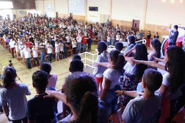 Mais de 1.100 crianças de Atibaia receberam certificado do Probem