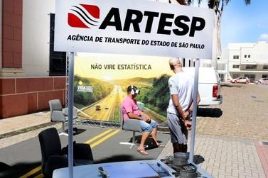 Atibaia simula a direção sob o efeito de álcool com óculos virtual
