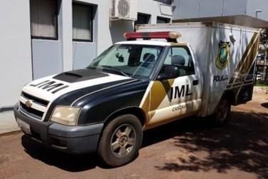 Corpo de homem encontrado em porta-malas de carro é levado ao IML