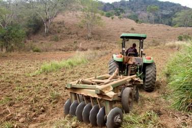 Mais de 600 propriedades agrícolas receberam aração gratuita em 2017